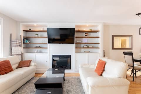 Comfy Contemporary Townhome in Glebe Annex