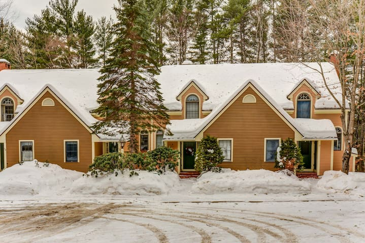 2 BR townhouse w/ lower level suite, Wifi, near to skiing, snowshoeing! - 40 Village at Kearsarge