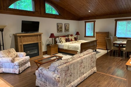 Deerwood Guest Suite / Bachelor Apartment