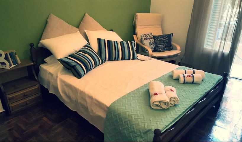 Cozy & quiet flat near Acropolis!!