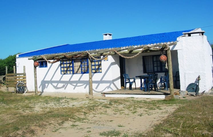 Casa sobre la Playa ideal para dos familias - La Paloma - Huis
