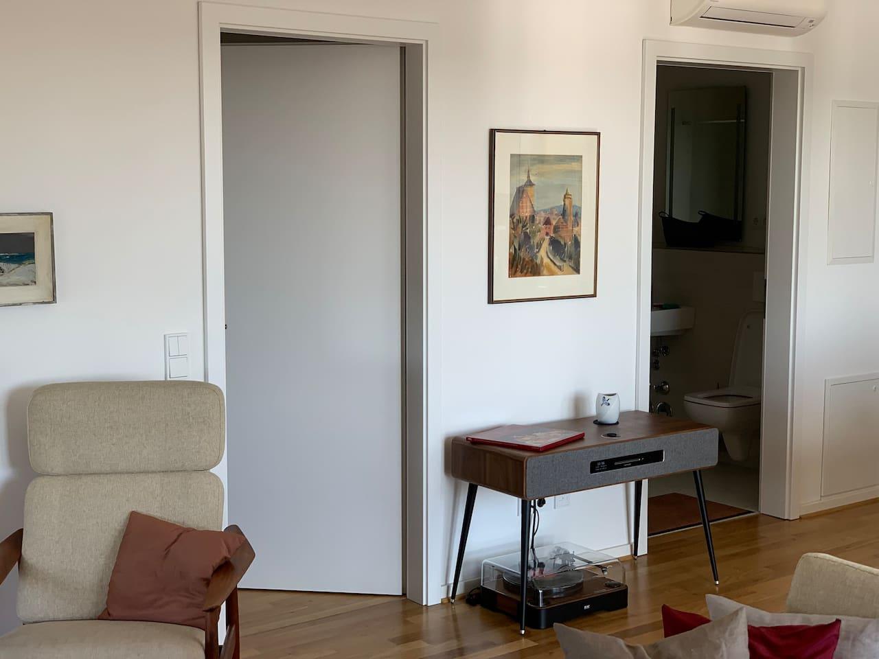 entree guestroom and bathroom