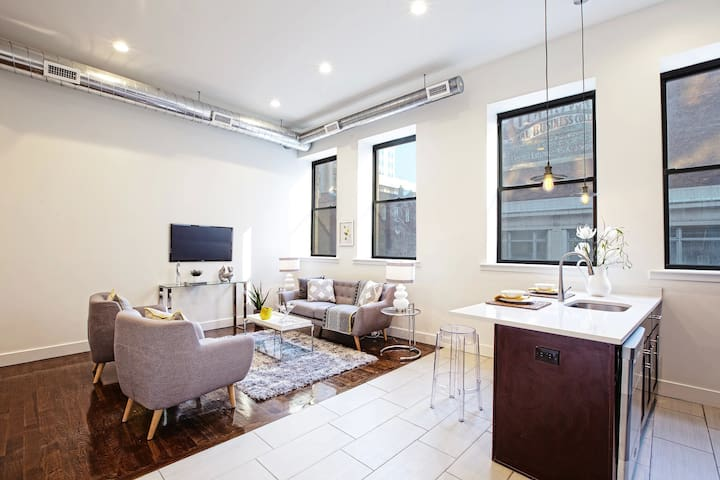 Luxury 2BR Condo /15 Mins from NYC /Walk to Train