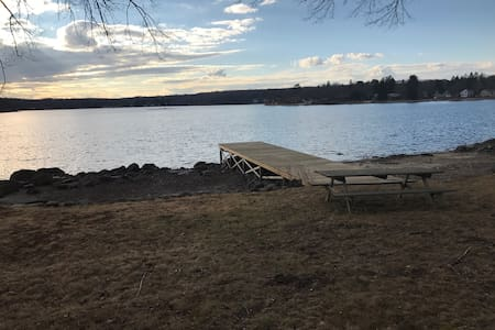 Beautiful family lake front house - Columbia