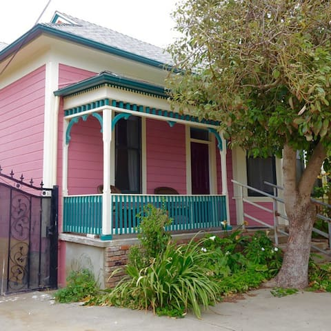 Room for 2 in 1900 Victorian - Guadalupe - Bed & Breakfast