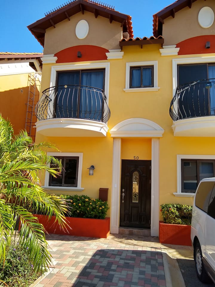 Beautiful Townhouse at Gold Coast Aruba