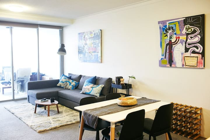 New West End apartment only 3km from Brisbane CBD.