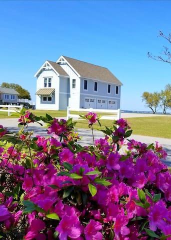 Mother Vineyard Soundside Cottage