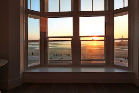 Macatsim Seaview Sunset ★ 2bed flat ★ Amazing Spot