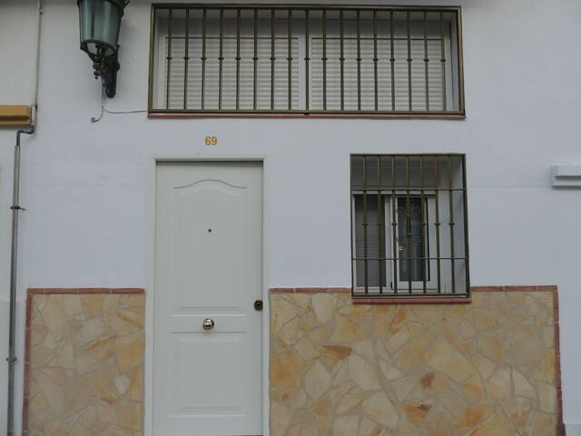 """Alojamiento """"Exclusivo"""" casa yiyo WI-FI y Netflix"""
