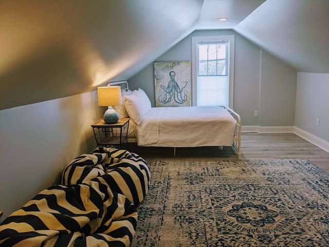 Loft bedroom, Full Bed and Twin Daybed