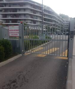 Hébergement proche Cannes et la Mer- Cannes Bocca