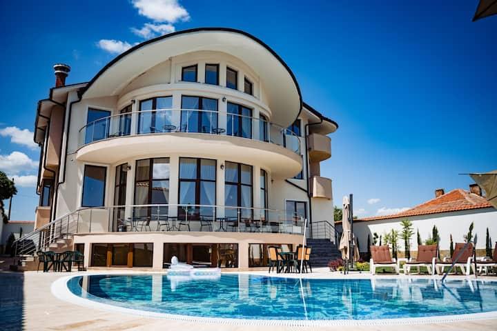 Цяла Къща! Villa Almira с. Белащица
