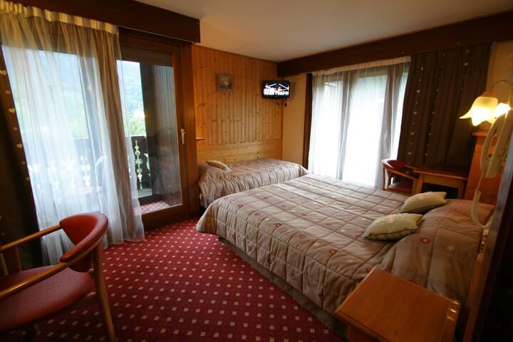 Chambre petite famille, 1 double ou 3 lits simples