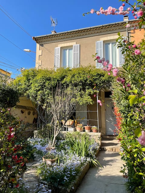 Charming House Pertuisienne