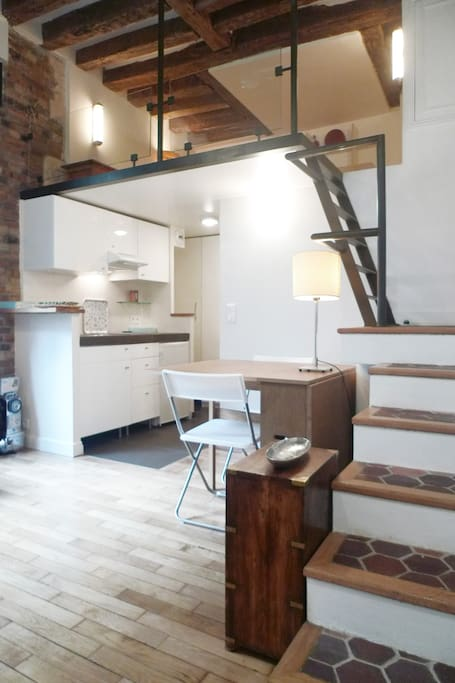 Apt. Dauphine - Stairs leading to the mezzanine over the open kitchen