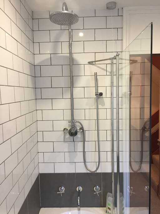Bath & shower unit