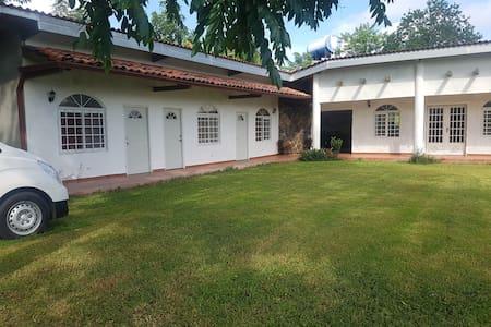 Bella Casa de Campo en El Valle Village