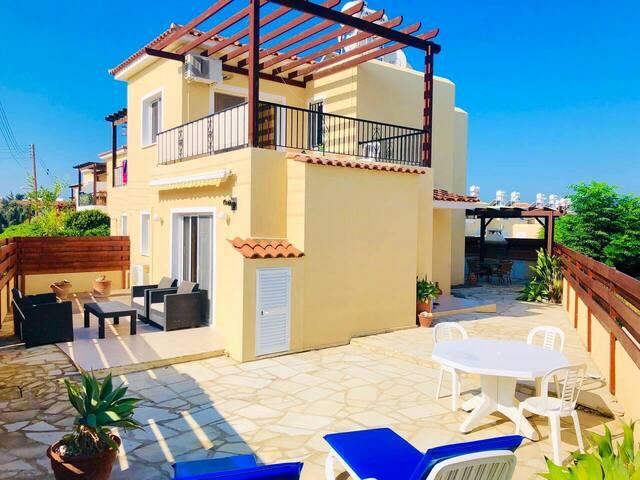 Sirena Sunrise Villa, 3 bedroom, Pool, WiFi, UK TV