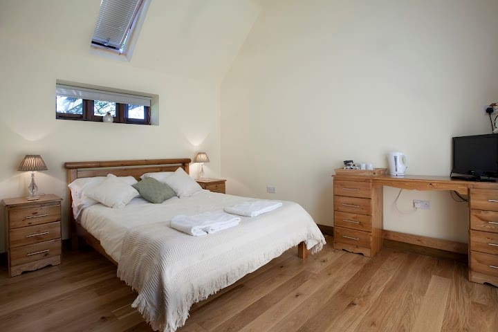 Converted Barn Apartment with Paddock View - Kent - Apartment