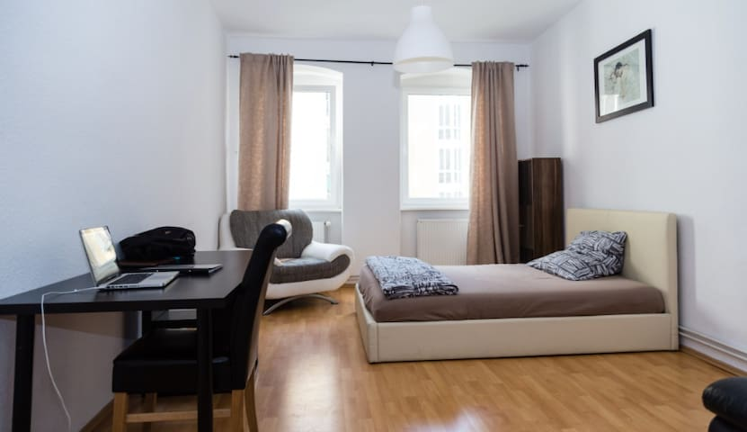 Bright and cosy room in cool Berlin-Mitte - Berlin