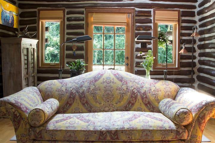 Magical Kingdom-Log Cabin 3 bed/2 bath near NYC