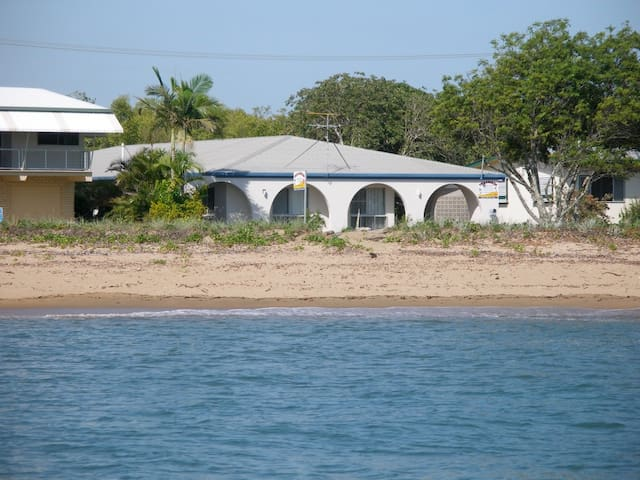 Apartment 3 Arches Beachfront at Lucinda