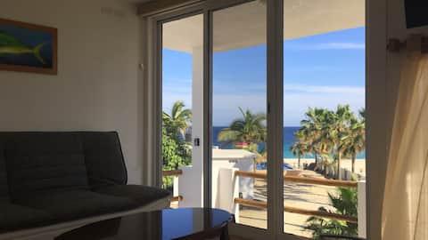 "Beachfront Apartment ""Dorado"" (Ocean View)"
