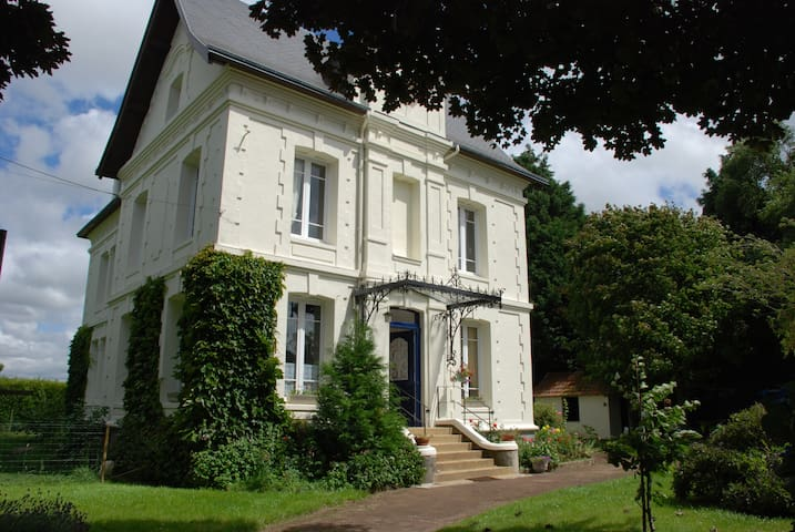 Chambre avec douche dans belle maison de maitre - Saint-Romain-de-Colbosc - House