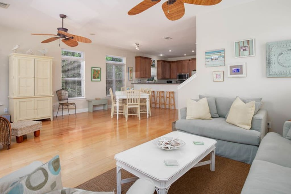 Upon entering you find an open family-friendly floor plan with cool warm tones. Hardwood floors, ceiling fans, recessed lighting, and ultra comfy furnishings