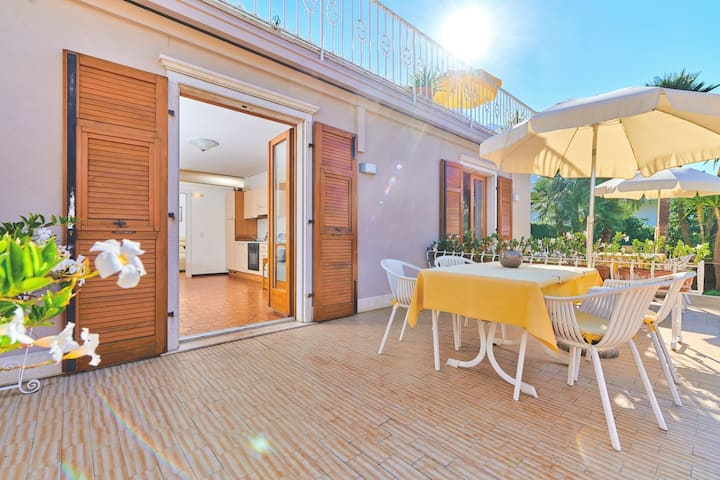 La Cioca - 2- bilocale- piscina -giardino , garage