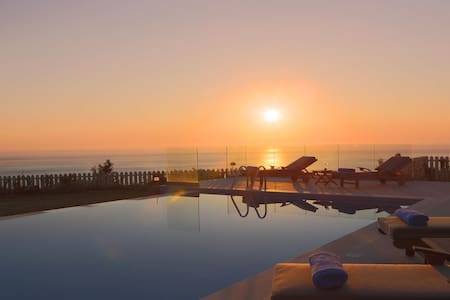 Gorgeous Villa, Panoramic Sea Views, Sunsets, Pool