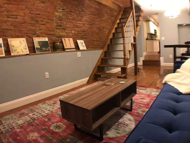 Comfy Historic Rowhome near Fells, Harbor, Hopkins