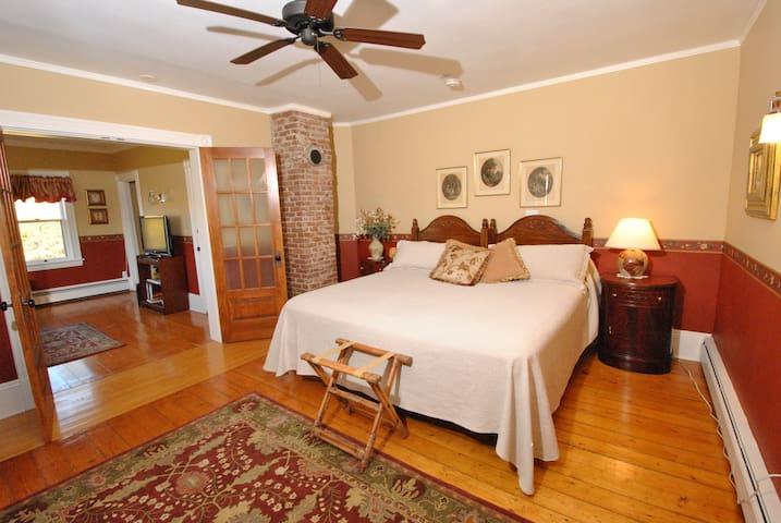 Curtis Suite bedroom