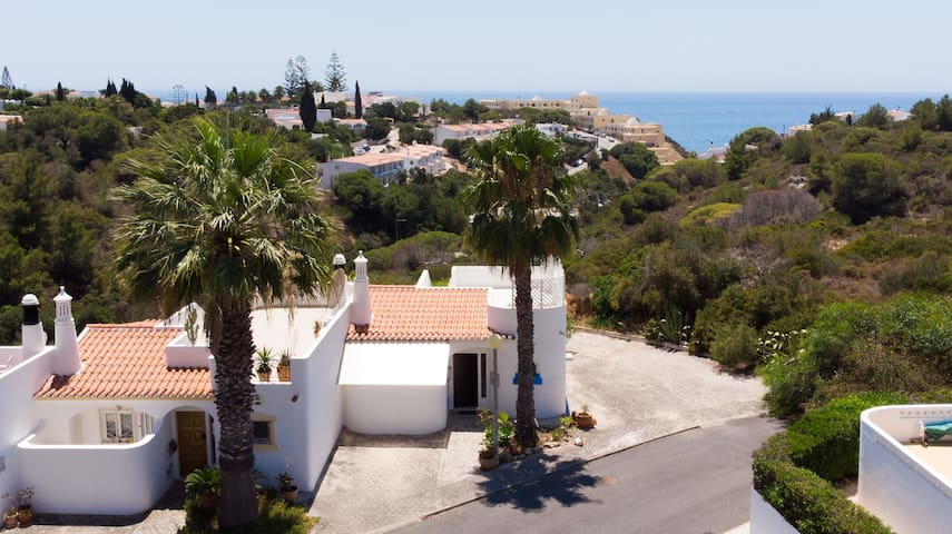 2 Bed House Close To Golf & 1km From The Beach