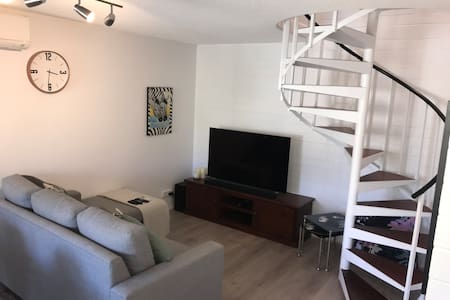 2 bed townhouse, close to everything