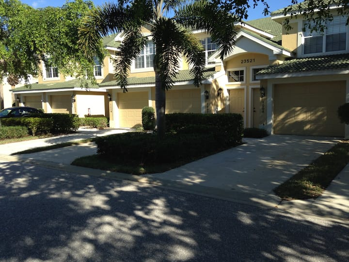 Gated Golf Community, 2 bedroom coach home.