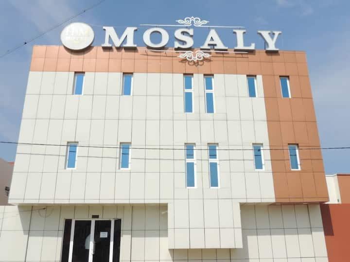 Hôtel MOSALY PK10 est situé en face de la mer.