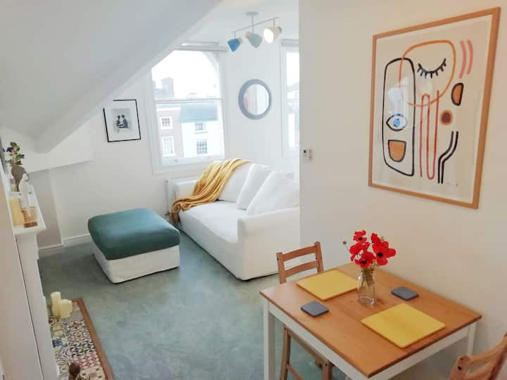 Cosy, elegant apartment in heart of Ludlow Town