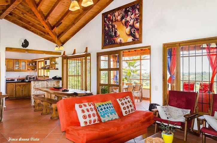 Sala Interior con chimenea y TV- Living room with chimeny and TV