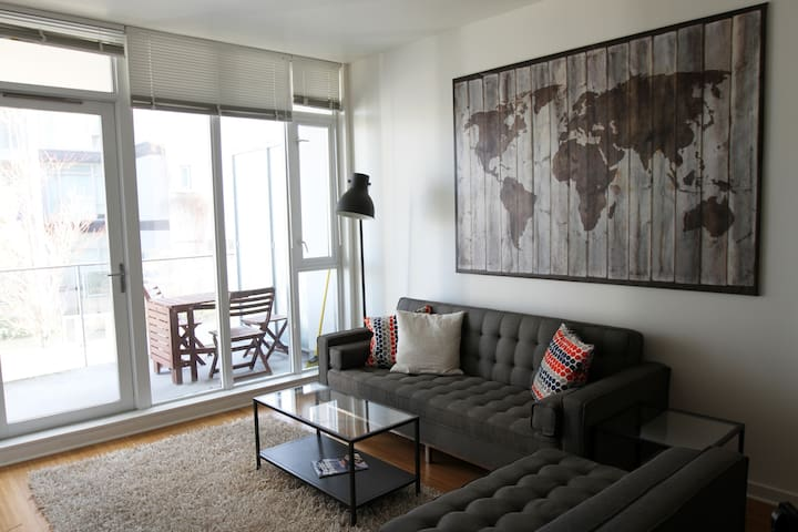 Bright, modern Dockside apartment - Victoria - Flat