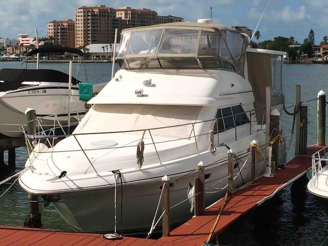 40 foot Yacht Fun-2 staterooms; 2 baths; swim deck