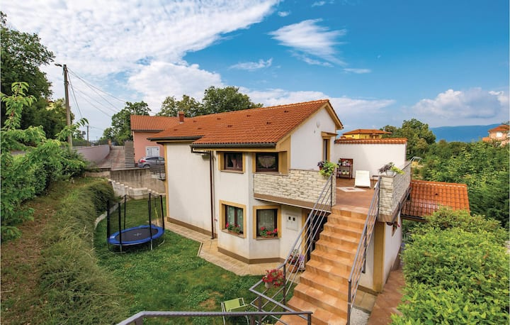 Beautiful home in Viskovo with WiFi and 2 Bedrooms
