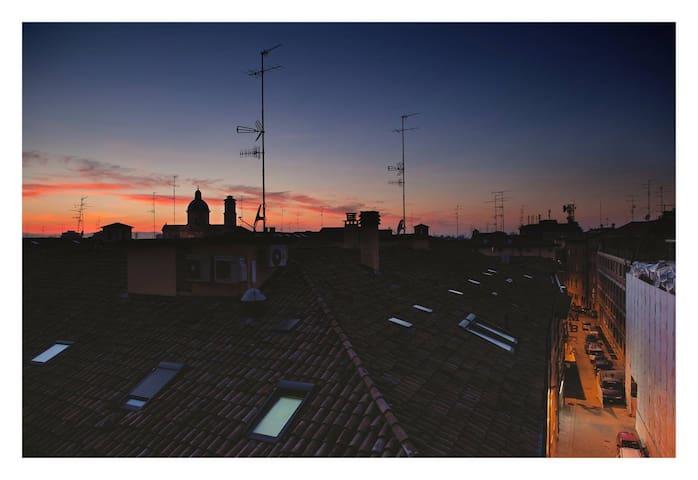 Spacious,Elegant&Central dbBedroom - Reggio Emilia - Lejlighed