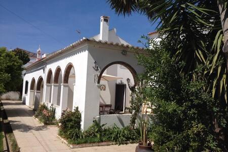 Casa com Pateo Andaluz e Jardim - Manta Rota - Casa