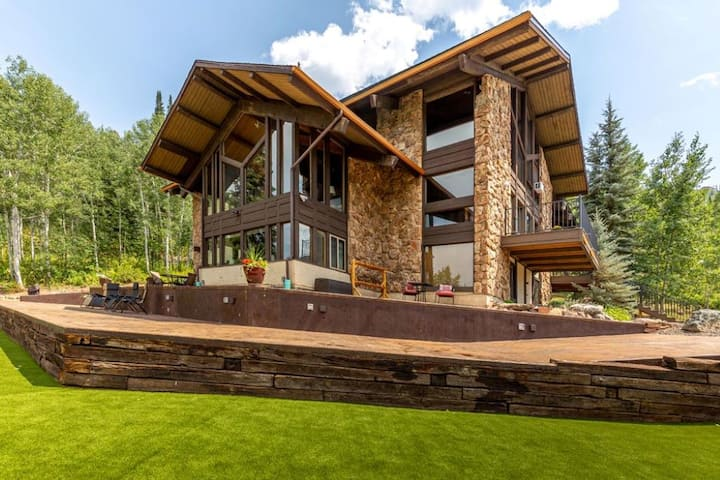 Sky Valley Chateau Sleeps 31 Phenomenal for groups