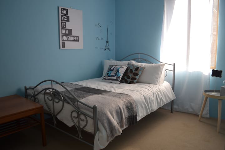 Sunny Private Room - Close to CBD - อาตาร์มอน