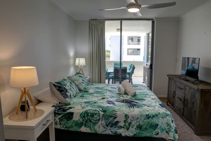 Main Bedroom features a King size bed with walk in wardrobe & Ensuite. Relax in bed while watching your favourite Netflix shows. Main balcony adjoins.