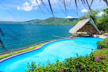 Pool with a beautiful view! Piscina con una hermosa vista!