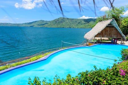 Villa de 3 Habitaciones en Laguna de Apoyo.